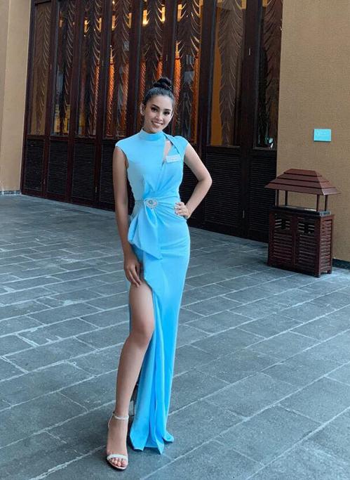 Hoa hậu Tiểu Vy diện váy