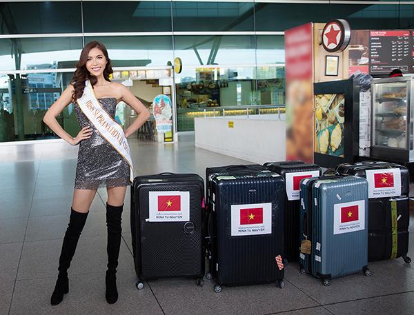 Minh Tú và hành lý của mình.