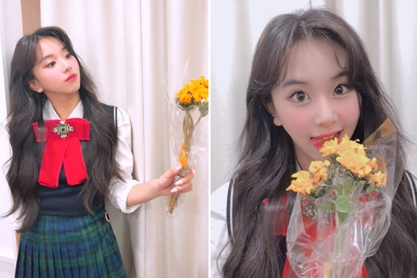 Các kiểu pose hình với hoa khác lạ của Chae Young (Twice).