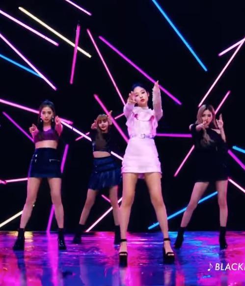 Những lần Lisa, Ji Soo và Rosé trở thành vũ công phụ họa cho Jennie - 2