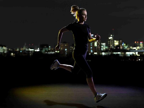 Chạy bộ ban đêm mang đến nhiều lợi ích tích cực cho sức khỏe.