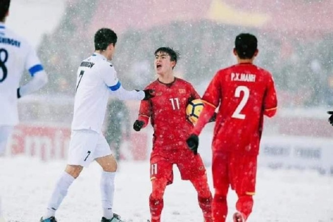 <p> Trước đó, Duy Manh cũng gây bão với vẻ gắt gỏng, hờn dỗi cả thế giới khi thi đấu trên sân tuyết Thường Châu. Biểu cảm đáng yêu này một lần nữa được tái hiện trong trận đối đầu Việt Nam - Malaysia hôm 16/11.</p>