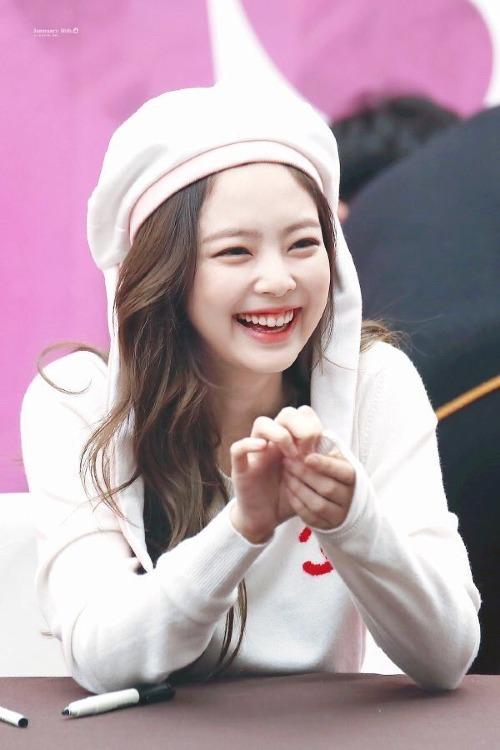 Những lý do khiến Jennie lười biếng, hời hợt khi trình diễn cùng Black Pink