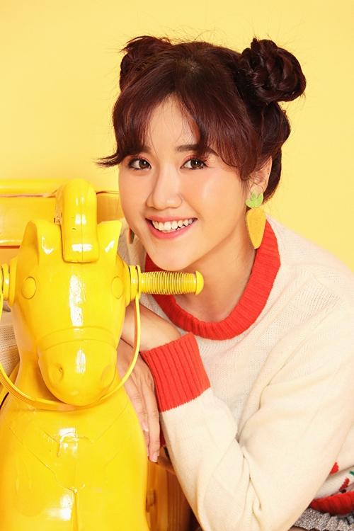 Vannie, sinh năm 1991, tên thật là Nguyễn Lê Vân được biết đến là Youtuber hàng đầu dành cho trẻ em. Kênh Youtube của cô nàng hiện đạt gần 1 triệu lượt đăng ký theo dõi.