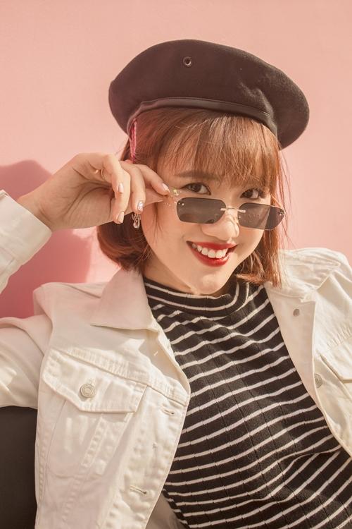 Vẻ xinh đẹp của nữ YouTuber 9x có cả triệu fan nhí - 2
