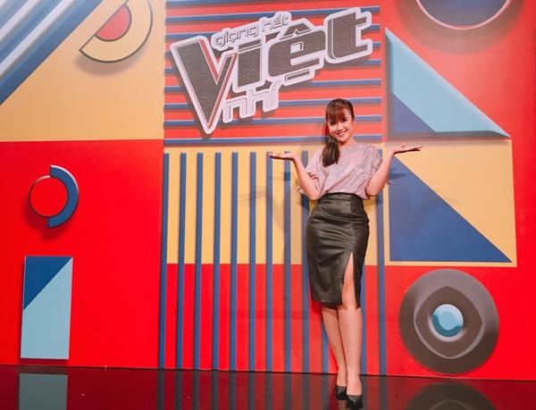Mới đây nhất, Vannie xuất hiện với vai trò MC tại cuộc thi Giọng hát Việt Nhí 2018. Đây là điều đáng tự hào với một Youtuber như Vannie khi từ mainstream trở thành MC của một show truyền hình thực tế quốc gia. Nhiệm vụ của cô nàng là dẫn dắt câu chuyện hậu trường và trấn an tinh thần các thí sinh nhí trước khi bước lên sân khấu.