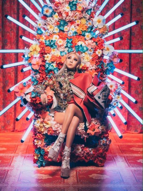 ...thì hãy xem bức ảnh này để cảm nhận sự giống nhau về phong cách giữa hai mỹ nhân YG.