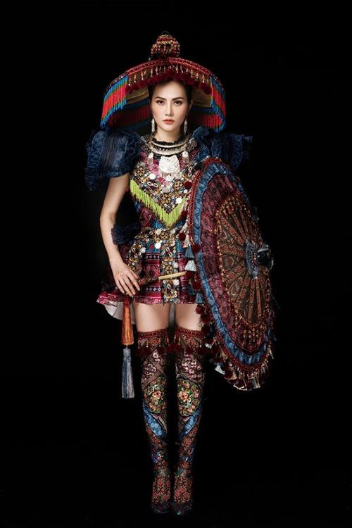 Diệu Linh chọn trang phục truyền thống cách điệucủa người HMông để mang tới cuộc thi Nữ hoàng Du lịch Quốc tế 2018.