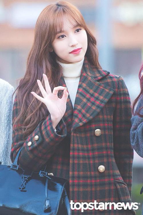 Mina được khen ngợi rất nhiều trong kỳ comeback cuối năm. Nữ ca sĩ đang ở thời kỳ đỉnh cao nhan sắc.