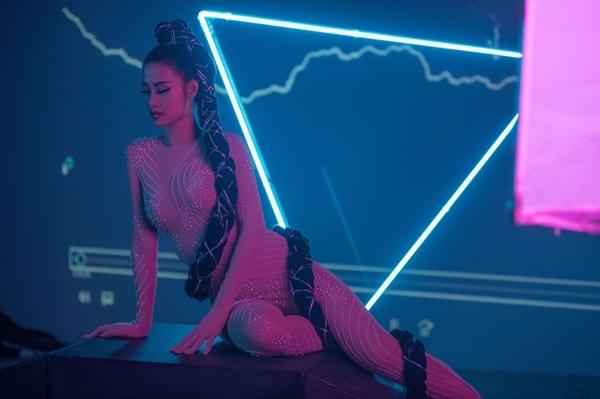 Đông Nhi tung MV mới với 11 tạo hình không khác nào phim kinh dị - 4