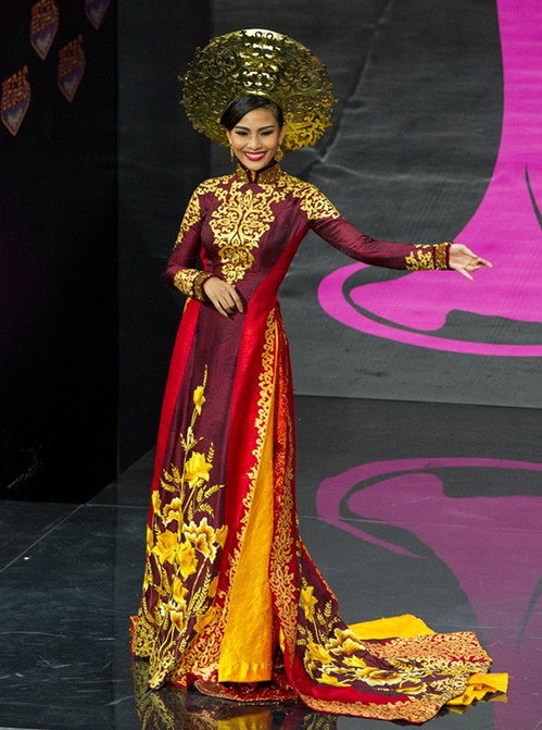 Đại diện Việt Nam tại Hoa hậu Hoàn vũ 2013 Trương Thị May cũng diện thiết kế của Thuận Việt trong phần thi trang phục dân tộc. Áo dài được lấy ý tưởng từ hoa sen và những hoạ tiết cổ.