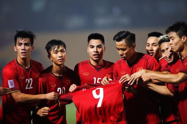 Pha ăn mừng ý nghĩa của tuyển Việt Nam trên sân cỏ.