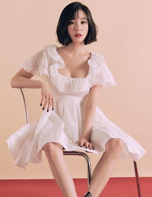 Tiffany khoe ngực đầy gợi cảm trong ảnh tạp chí.