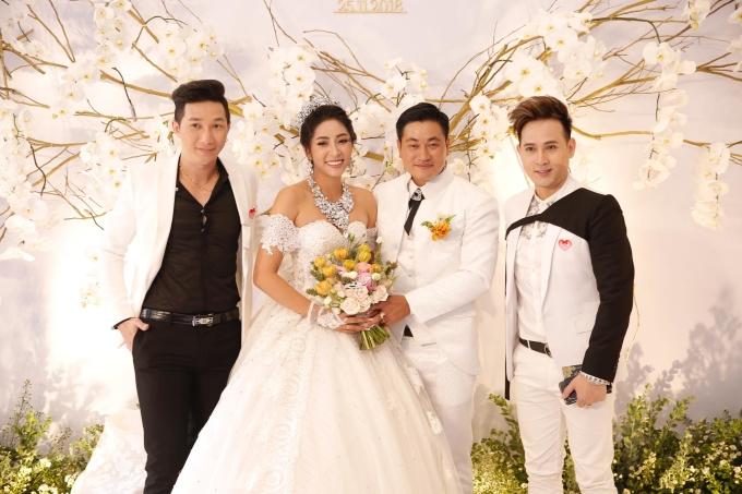 <p> Một số đồng nghiệp, bạn bè của Thu Thảo như ca sĩ Nguyên Vũ, Người mẫu Nam Phong... cũng về Cần Thơ để dự đám cưới.</p>