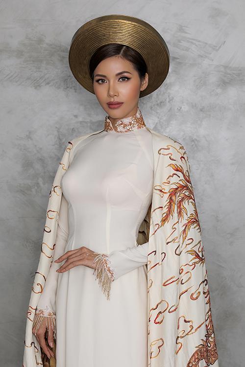 Trang phục dân tộc của Minh Tú mang màu sắc con rồng cháu tiên - 1