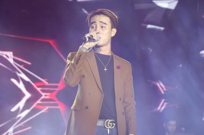 """<p> Đạt-G đã mang đến cho khán giả bản hit """"Buồn của anh"""" với sự hỗ trợ từ anh chàng K-ICM.</p>"""