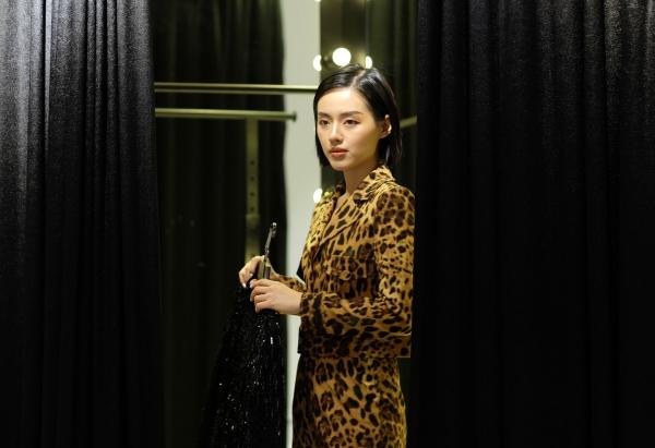 Người mẫu Khánh Linh.