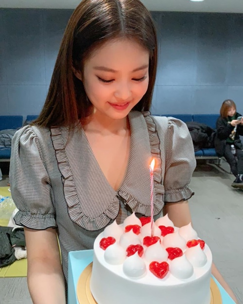 Jennie vừa có sân khấu debut solo đã ẵm cúp No.1 trên Inkigayo.