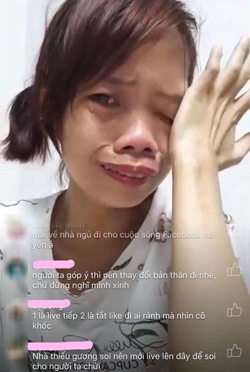 Bà mẹ đơn thân từng bật khóc vì những lời thóa mạ trên livestream.