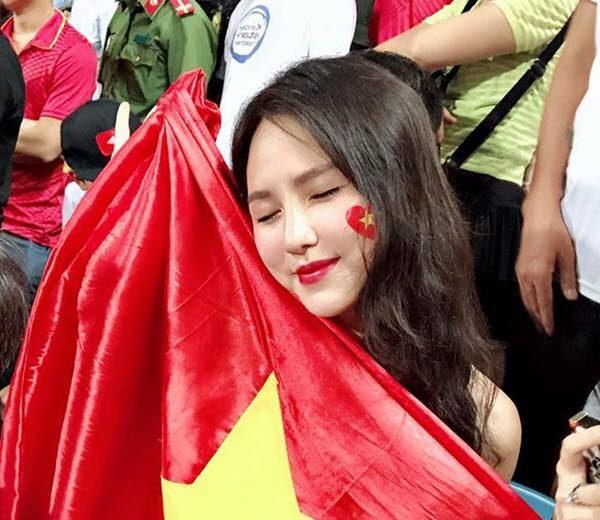 Báo châu Á ngỡ ngàng trước vẻ đẹp của fan girl Việt Nam - 6