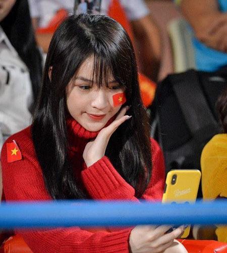Báo châu Á ngỡ ngàng trước vẻ đẹp của fan girl Việt Nam - 7