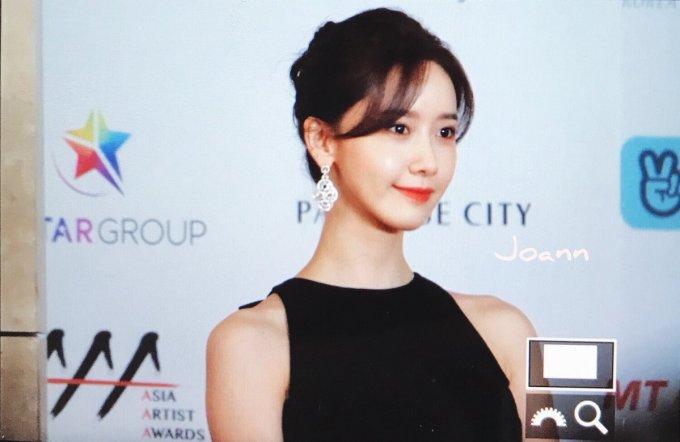 <p> Gương mặt thành viên SNSD đã có da có thịt hơn trước. Makeup nhẹ nhàng nhưng vẻ đẹp Yoon Ah vẫn tỏa sáng.</p>