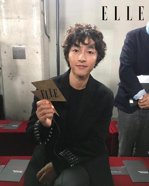 Các fan cho rằng ngoại hình Song Joong Ki đã tuột dốc khá nhiều so với thời đóng Hậu duệ Mặt Trời.