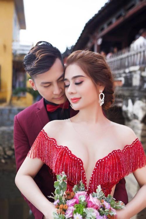 Lâm Khánh Chi và chồng.
