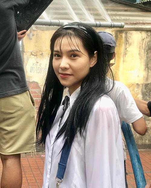 Lưu Đê Ly đã là mẹ một con nhưng vào vai nữ sinh vẫn cực ngọt.