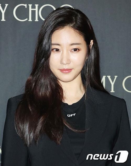 Kim Sa Rang hút mọi ống kính với vẻ đẹp thơ ngây, thân hình gợi cảm.