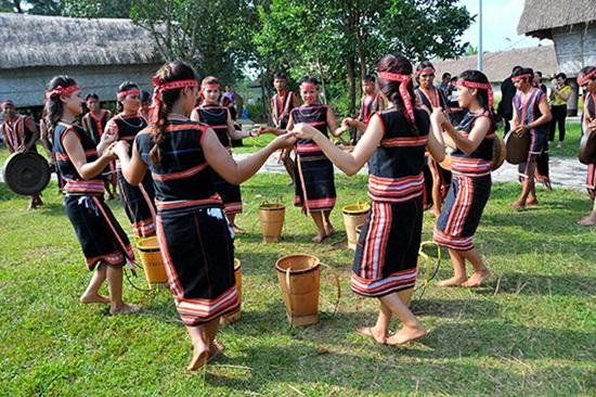 Trang phục truyền thống của các dân tộc Việt, bạn biết bao nhiêu? (2) - 9
