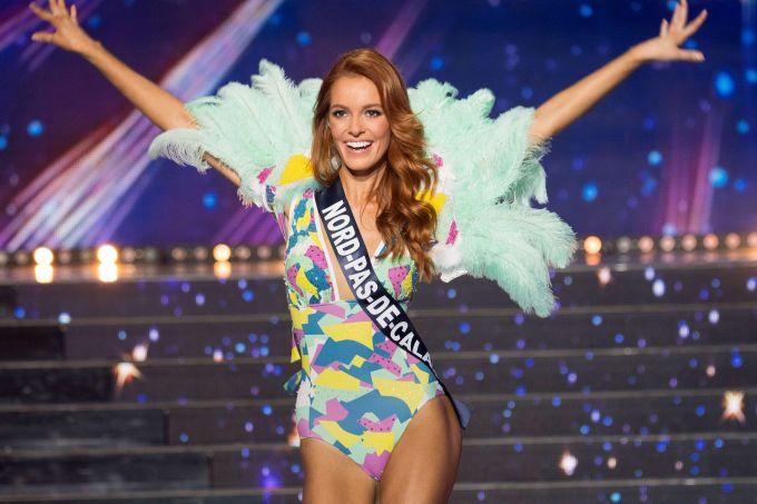 <p> Maëva Coucke sở hữu chiều cao 1,76 m cùng vẻ đẹp cổ điển, sắc sảo. Missosology và Global Beauties - hai chuyên trang nhan sắc hàng đầu thế giới - đều đánh giá cao khả năng đăng quang của người đẹp 24 tuổi.</p> <p> </p>