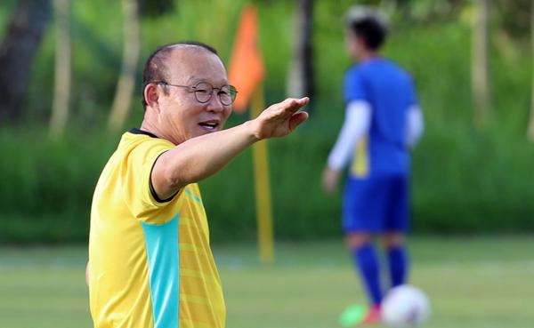 Loạt biểu cảm đáng yêu vô đối của ông chú Hàn Quốc trong buổi tập trận - 3