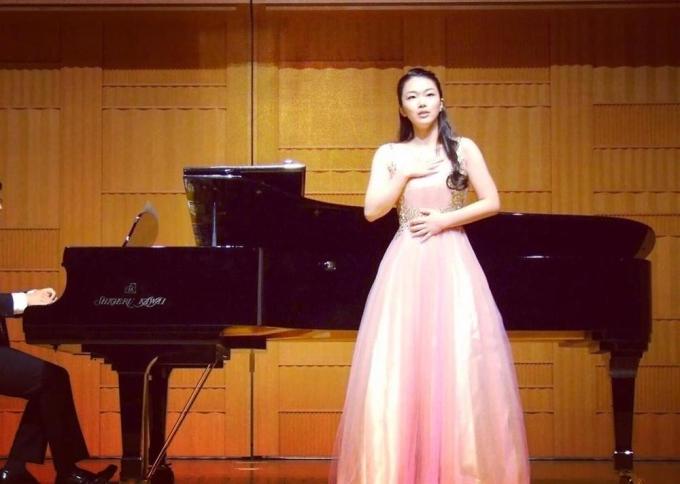 <p> Không chỉ có học vấn tốt, khả năng ứng biến khéo léo, Kanako Date còn giỏi bơi lội, trượt tuyết, cưỡi ngựa, bắn cung, nhảy múa, chơi nhạc cụ dân tộc và từng giành giải vô địch quốc gia về thơ ca... Cô cũng sở hữu chất giọng soprano chạm tới những nốt nhạc rất cao của thanh nhạc cổ điển. Nhan sắc không quá nổi trội nhưng đại diện Nhật Bản vẫn là một trong những đối thủ đáng gờm của các thí sinh tại Miss World năm nay.</p>