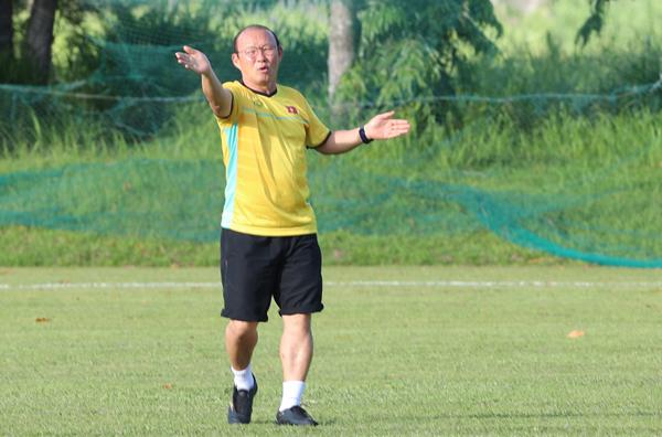 Loạt biểu cảm đáng yêu vô đối của ông chú Hàn Quốc trong buổi tập trận - 7