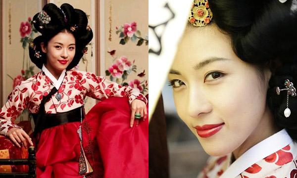 Nữ diễn viên Ha Ji Won từng khiến khán giả mê đắm khi vào vai nàng Hwang Jin Yi trong bộ phim truyền hình cùng tên. Hwang Jin Yi là một trong những kỹ nữ nổi tiếng dưới triều Chosun. Sở hữu nhan sắc diễm lệ và tài năng đáng ngưỡng mộ nhưng số phận lại đưa nàngHwang Jin Yi trở thành kẻ mua vui cho người khác. Cũng vì trở thành kỹ nữ mà chuyện tình yêu của Hwang Jin Yi cũng vô cùng trắc trở.