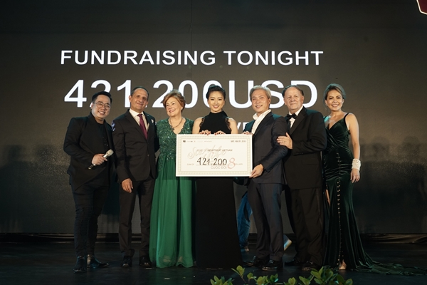 Các khách mời quyên góp được số tiền lớn để cứu trẻ em mắc bệnh tim ở Vết sẹo cuộc đời 8.