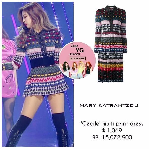 Một chiếc váy từ thương hiệu Mary Katrantzou giá hơn 20 triệu đồng cũng chung số phận ngắn mất một nửa để cho Jennie tỏa sáng hết cỡ.