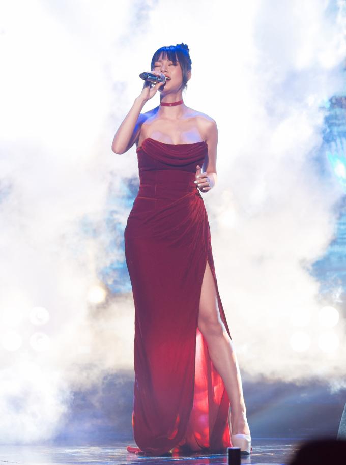 """<p> Bùi Lan Hương được mệnh danh như """"Lana Del Rey Việt Nam"""" với giọng ca đầy ám ảnh. Chủ nhân hit <em>Ngày chưa giông bão</em> (nhạc phim <em>Người bất tử</em>) mang đến Làn Sóng Xanh Next Step ca khúc <em>Mê muội</em>.</p>"""