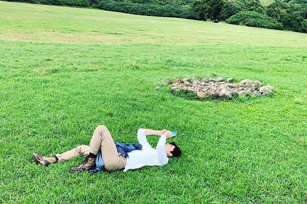 Se Hun không ngại nằm hẳn ra bãi cỏ để chụp ảnh, miễn sao có tác phẩm ưng ý.