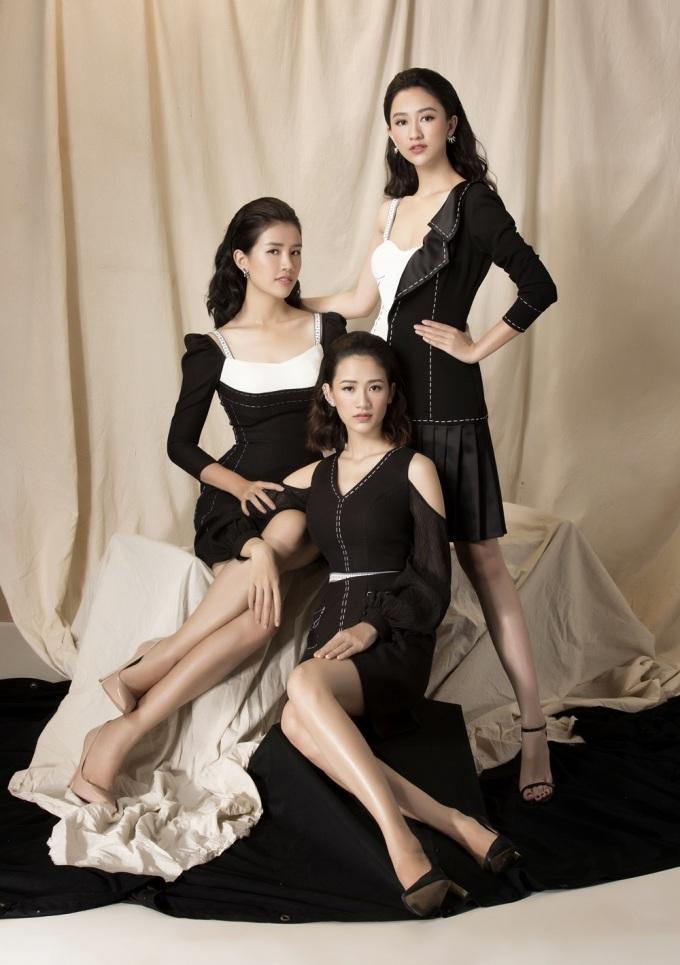 <p> Vốn không chia sẻ quá nhiều về đời tư, ít ai biết rằng Hà Thu có hai cô em gái thân thiết và xinh xắn như thế. Họ luôn đồng hành và ở bên cạnh cô trong suốt thời gian qua.</p>