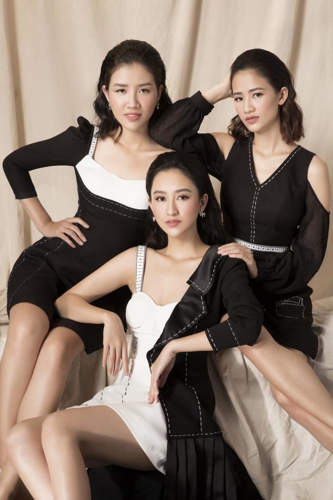 <p> Bộ ba chị em Hà Trang - Hà Thu - Mỹ Linh thực hiện bộ ảnh thời trang để lưu lại những khoảnh khắc tuổi thanh xuân cùng nhau. Họ xinh đẹp trong những bộ váy nhẹ nhàng, nữ tính.</p>