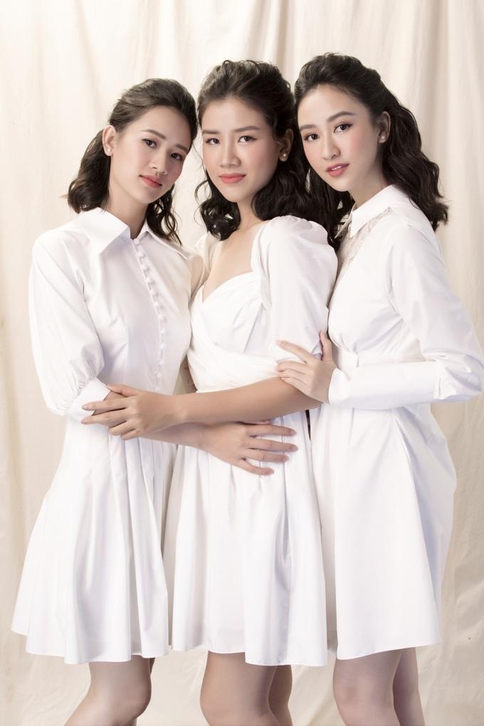 """<p> """"Thu cảm thấy may mắn vì bên cạnh luôn có hai đứa em gái hiểu và chia sẻ mọi vui buồn trong cuộc sống cùng mình. Thu nghĩ đó là một diễm phúc và Thu luôn trân quý điều đó"""", Á hậu nói.</p>"""