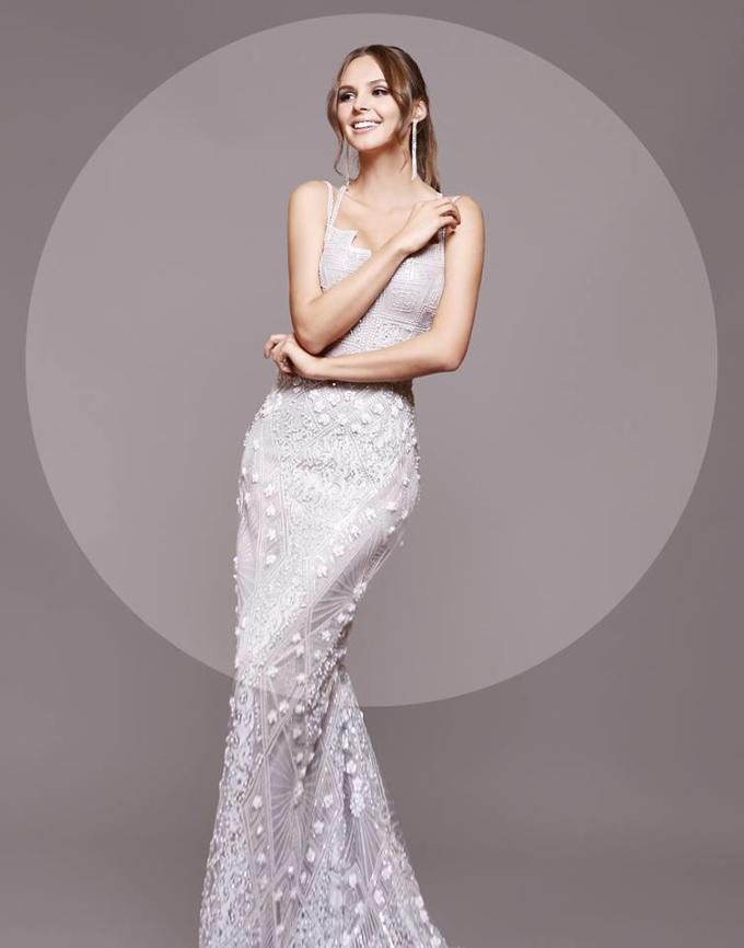 <p> Đại diện Ba Lan - người mẫu Magdalena Bienkowska - diện đầm ôm sát khoe chỉ số hình thể cân đối. Cô năm nay 23 tuổi, từng vào top 15 Hoa hậu Hòa bình Quốc tế năm 2016, top 40 Hoa hậu Thế giới 2017 và từng được bình chọn là một trong 8 thí sinh hoa hậu đẹp nhất năm 2017.</p>