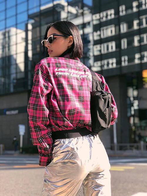 Khánh Linh diện đồ nổi bần bật, chất lừ trong chuyến du lịch Tokyo.