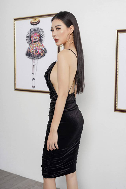 Thanh Hương khoe dáng chuẩn với chiếc đầm hở lưng táo bạo.