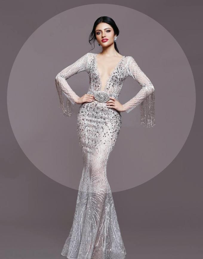<p> Sanjna Suri - đại diện Malaysia - có quá trình hoạt động người mẫu tại quê nhà từ khi còn là sinh viên ngành Dược. Trước đó, mỹ nhân Mã Lai từng vào top 18 Hoa hậu Liên lục địa 2017.</p>