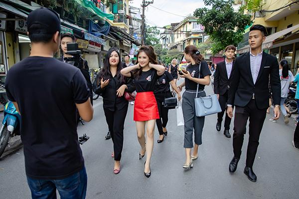Sau Hà Nội, Hương Tràm và êkip của Hộp thư số 1sẽ tiếp tục tổ chức buổi nhận thư trực tiếp tại phố đi bộ Nguyễn Huệ, TP HCM vào lúc 9-17h ngày 6/12.