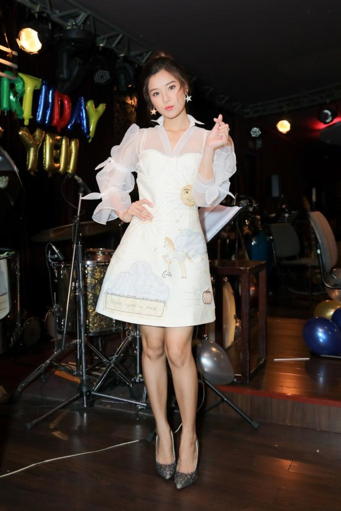 <p> Ngày 2/12, Hoàng Yến Chibi tổ chức buổi offline mừng sinh nhật tuổi 23.</p>