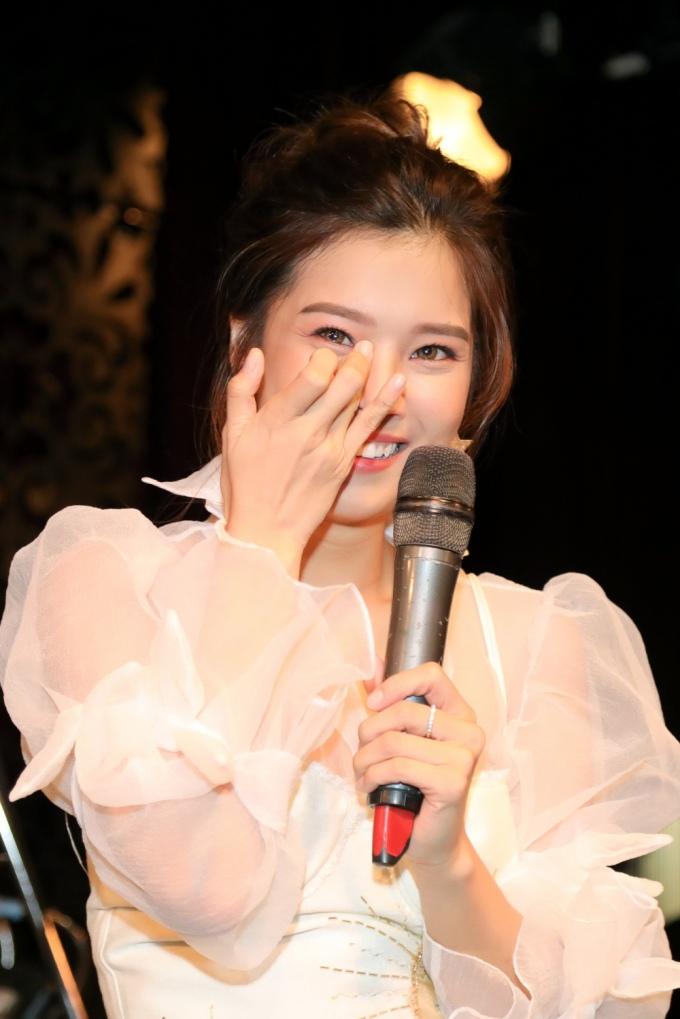 <p> Suốt 2 tiếng diễn ra buổi offline, Hoàng Yến Chibi đã trải qua nhiều cung bậc cảm xúc.</p>